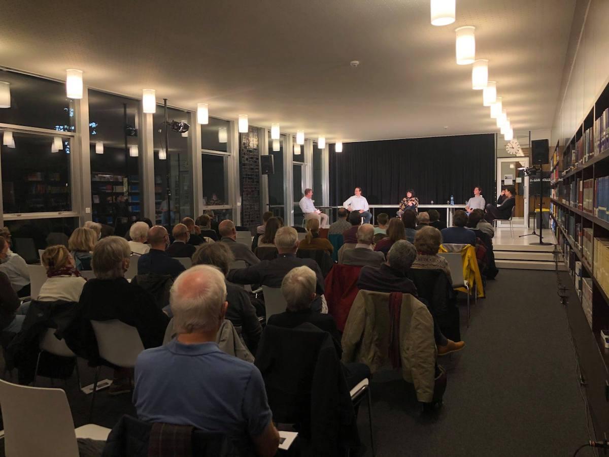 Vor vollen Rängen: Podiumsgespräch im Lesesaal der Aargauer Kantonsbibliothek [Aarau, 16.10.20]