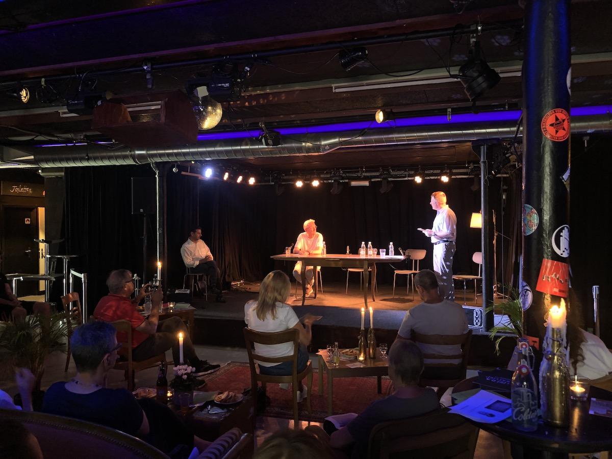 Matthias Friedli (rechts) im Gespräch mit Christian Haller (Mitte)